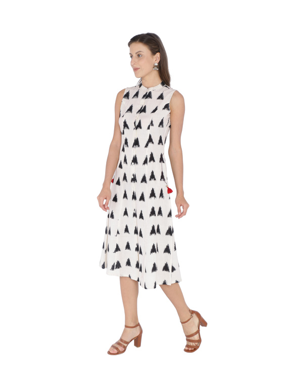 A LINE DOUBLE IKAT DRESS WITH EMBROIDERED POCKETS IN OFF-WHITE & BLACK : LD310B-L-1