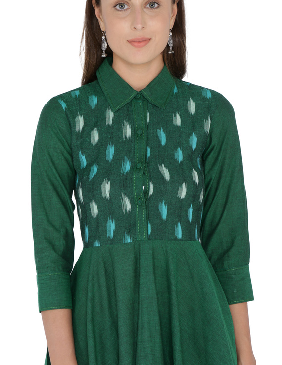 MANGALAGIRI COTTON DRESS IN EMERALD GREEN WITH AN IKAT YOKE : LD500B-S-1