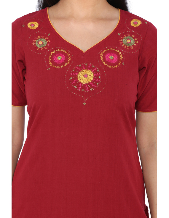 RED STRAIGHT KURTA WITH HAND EMBROIDERY: LK161B-XL-1