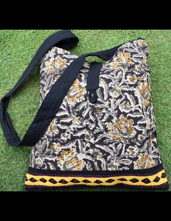 BLACK KALAMKARI SLING BAG WITH APPLIQUE PATTI: SBG01-3