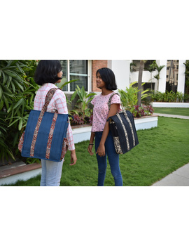 Black Quilted jute bag with laptop partition : LBV02-4-sm