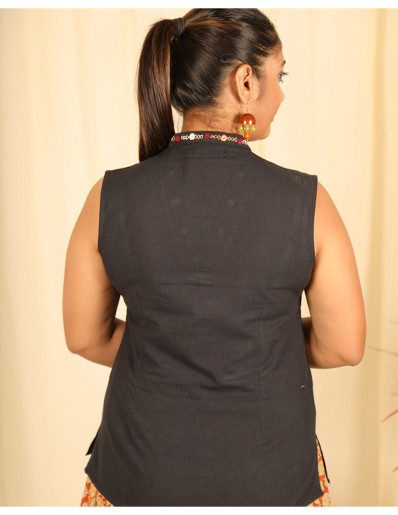 Black cotton short top with embroidered V neck-LB160C-S-2