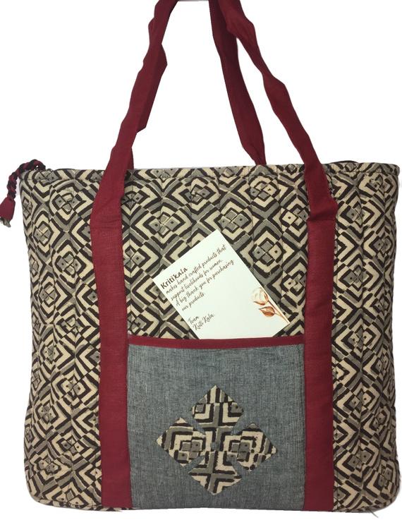 Black and grey kalamkari quilted laptop bag : LBK03-1