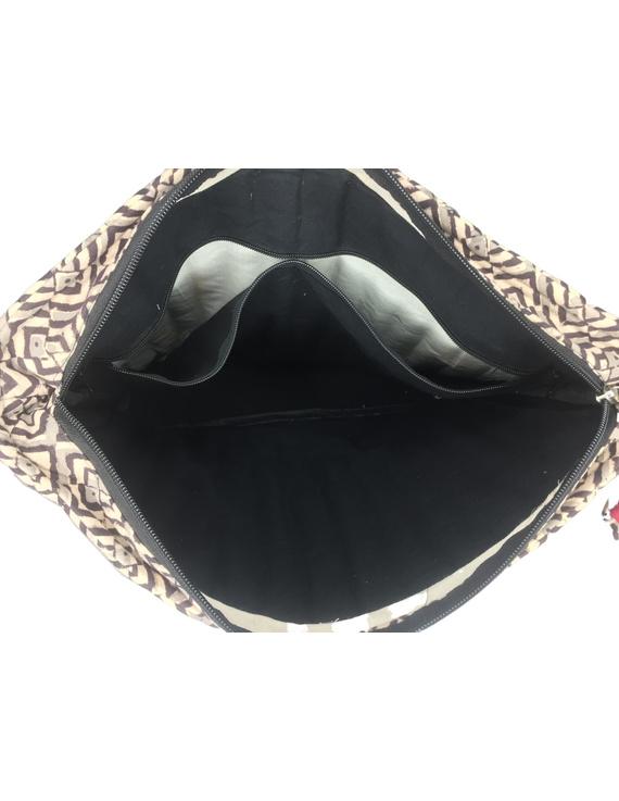 Black and grey kalamkari quilted laptop bag : LBK03-3