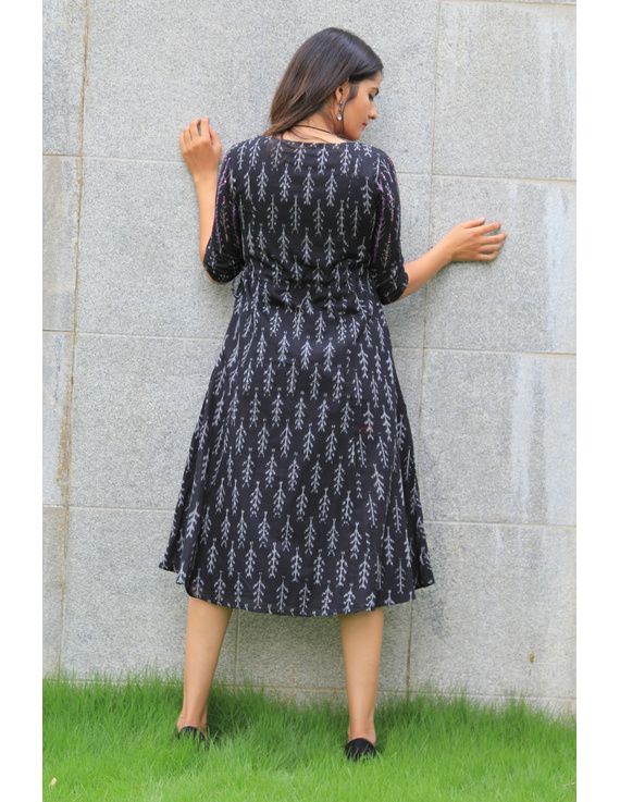 BLACK LEAF IKAT DRESS : LD390A-M-8