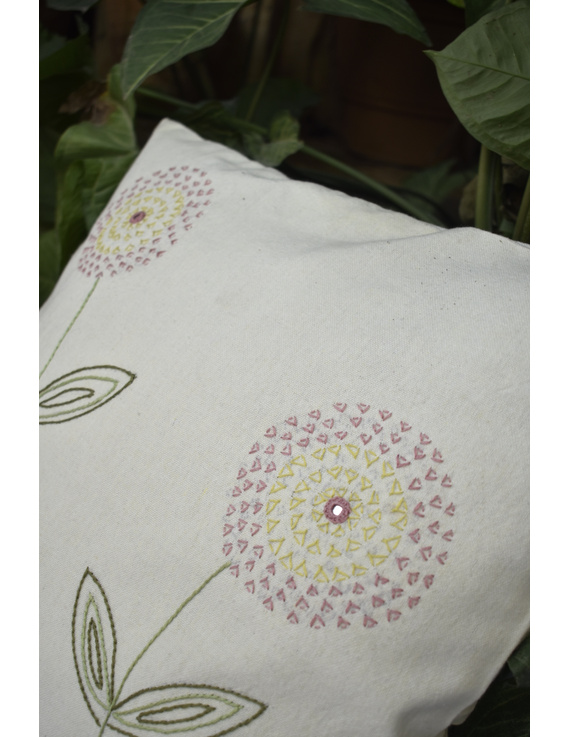 Embroidered cushion cover : HCC34-1