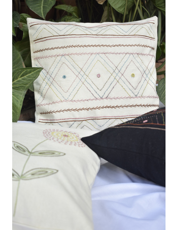 Embroidered cushion cover : HCC36-1