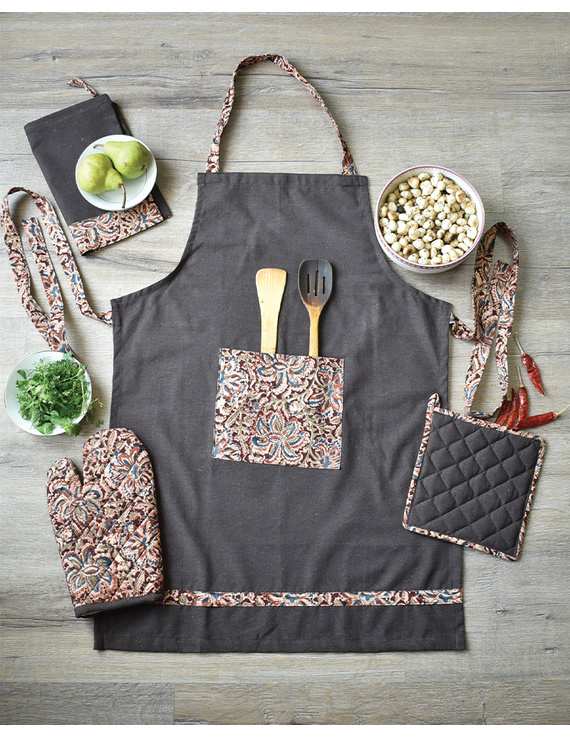 Apron, oven glove and pot holder set in brown cotton with kalamkari: HKL01A-HKL01ACh