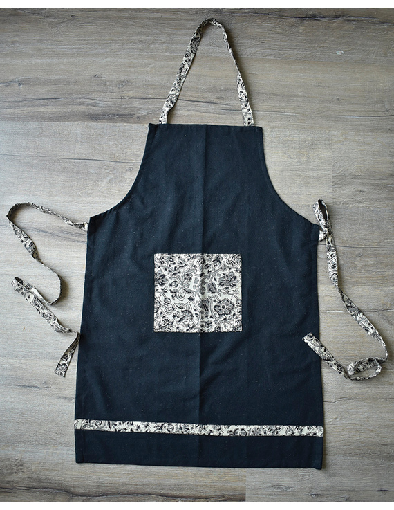 Apron, oven glove and pot holder set in black cotton with kalamkari: HKL01B-1