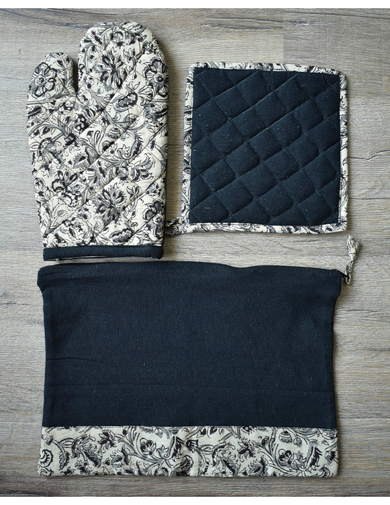 Apron, oven glove and pot holder set in black cotton with kalamkari: HKL01B-2