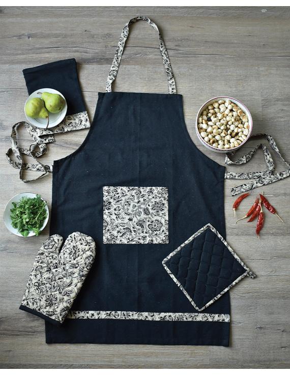 Apron, oven glove and pot holder set in black cotton with kalamkari: HKL01B-HKL01BCh