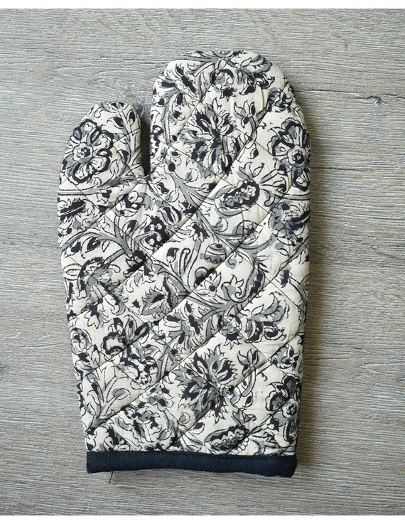 Apron, oven glove and pot holder set in black cotton with kalamkari: HKL01B-3