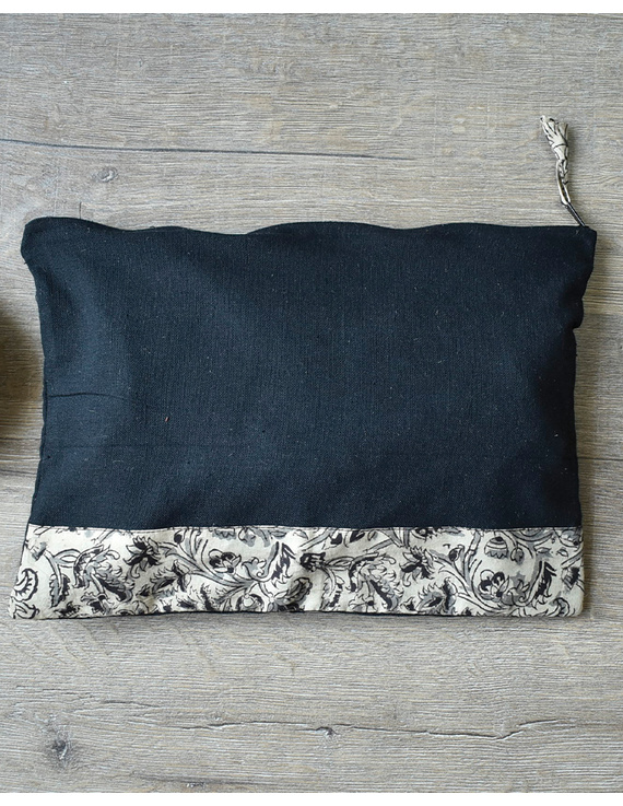 Apron, oven glove and pot holder set in black cotton with kalamkari: HKL01B-5