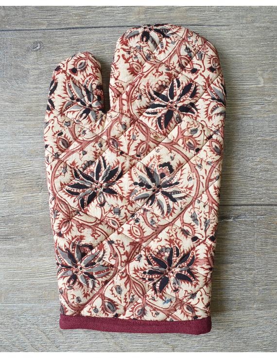 Apron, oven glove and pot holder set in maroon cotton with kalamkari: HKL01C-4
