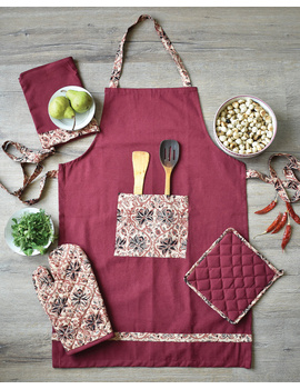 Apron, oven glove and pot holder set in maroon cotton with kalamkari: HKL01C-HKL01CCh-sm