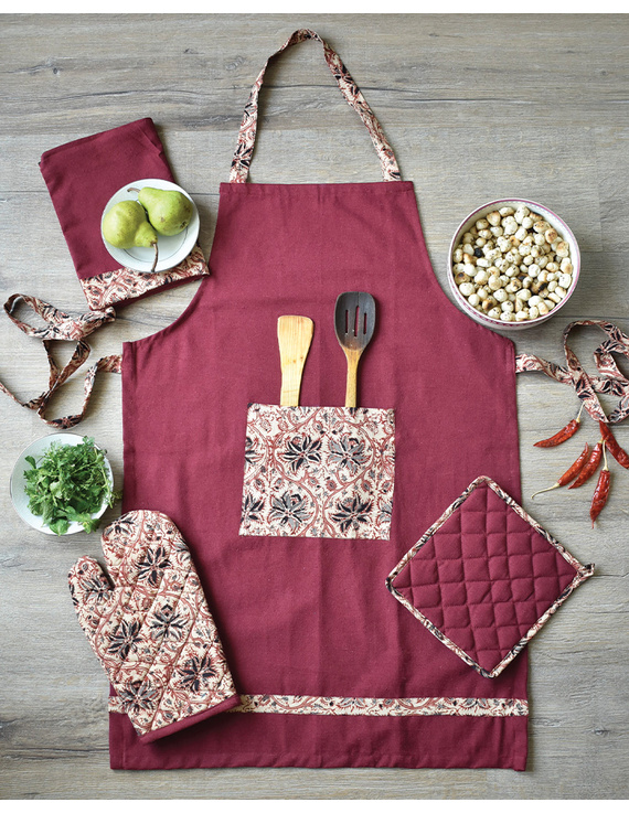Apron, oven glove and pot holder set in maroon cotton with kalamkari: HKL01C-HKL01CCh