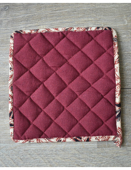 Apron, oven glove and pot holder set in maroon cotton with kalamkari: HKL01C-3-sm