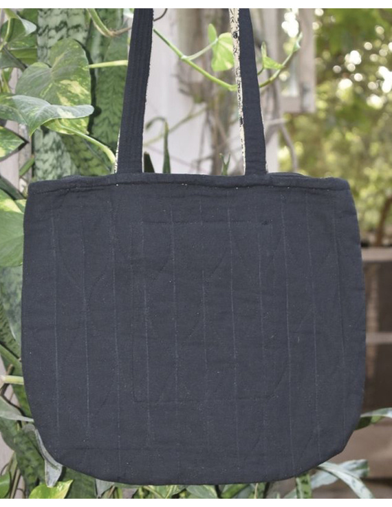 Black quilted flat bag : TBI04-1