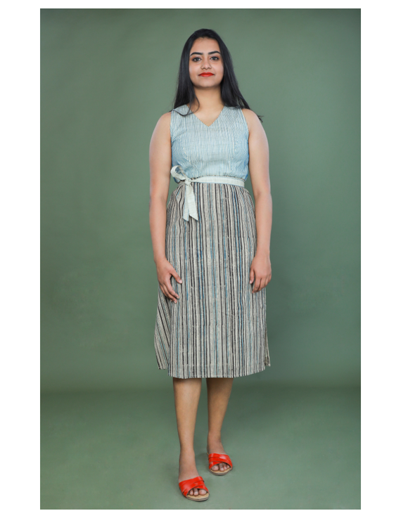 SLEEVELESS CALF LENGTH DRESS WITH A FITTED BODY AND STRAIGHT SKIRT : LD490A-S-1