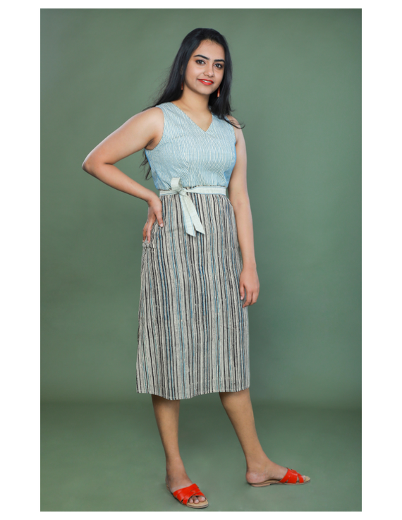 SLEEVELESS CALF LENGTH DRESS WITH A FITTED BODY AND STRAIGHT SKIRT : LD490A-L-1