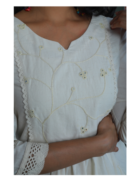 MIRROR WORK DRESS IN OFFWHITE MUSLIN WITH BACK BUTTONS: LD630C-L-3