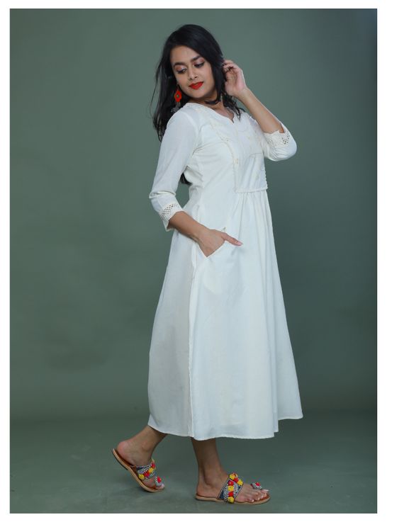 MIRROR WORK DRESS IN OFFWHITE MUSLIN WITH BACK BUTTONS: LD630C-M-1