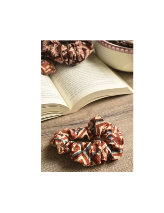 Kalamakari Scrunchies - pack of two - maroon and rust  : WAK01A-3