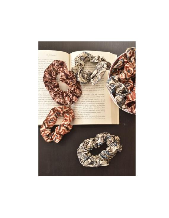 Kalamakari Scrunchies - pack of two - maroon and rust  : WAK01A-WAK01Ag