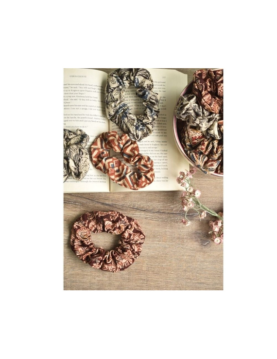 Kalamakari Scrunchies - pack of two - maroon and rust  : WAK01A-1