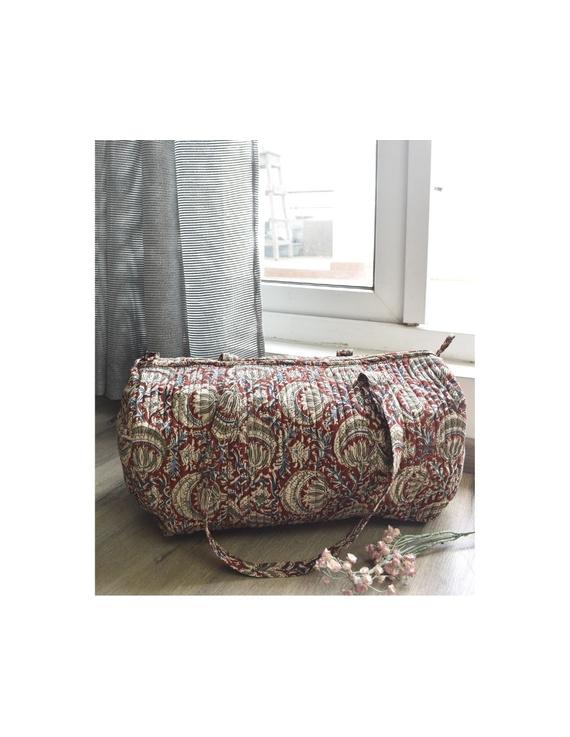 Red kalamkari duffle bag : VBL03-VBL03