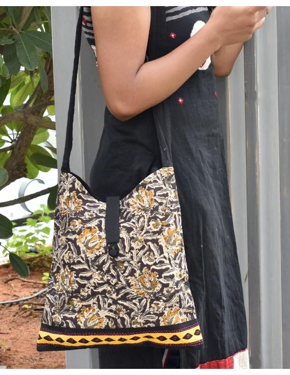 BLACK KALAMKARI SLING BAG WITH APPLIQUE PATTI: SBG01-SBG01