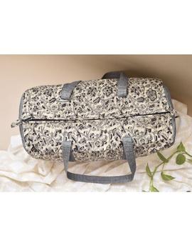 Black and white flower kalamkari duffle bag : VBL04-1-sm