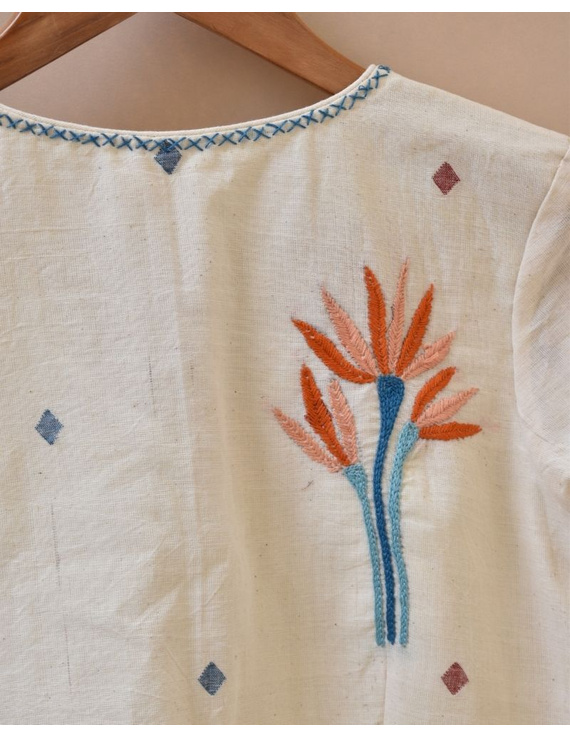 Dandelion motif offwhite jamdani khadi blouse with sleeves: RB07C-M-2