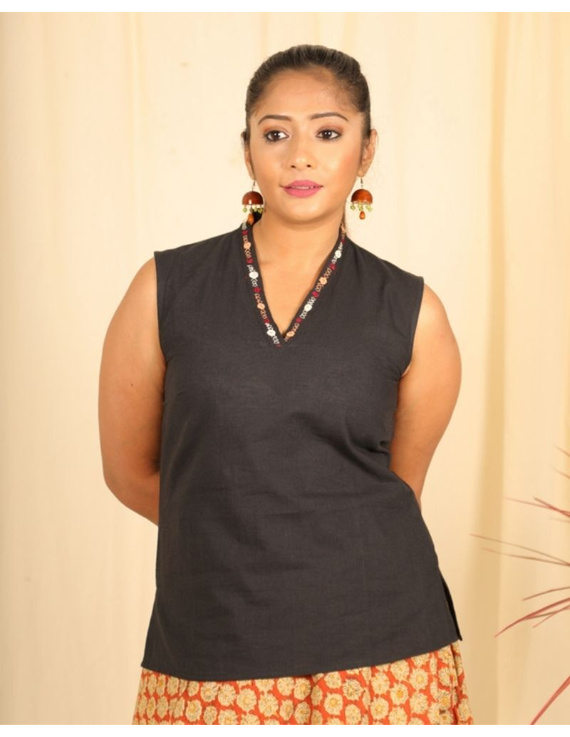 Sleeveless cotton short top with embroidered V neck-LB160-LB160Cl-M