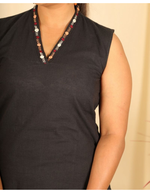 Sleeveless cotton short top with embroidered V neck-LB160-Black-S-1