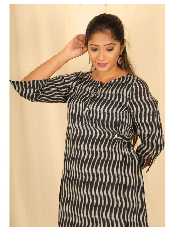 Ikkat fabric with an assymetric hem : LD450-Black-L-2