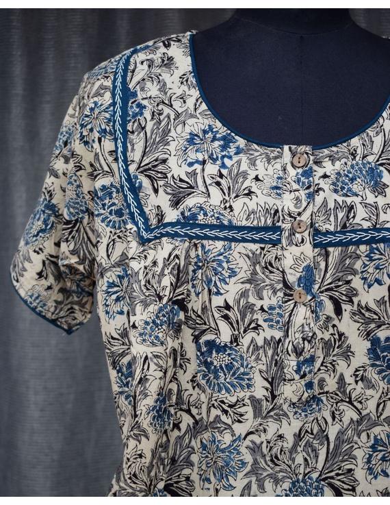 Blue & White Handcrafted Nighties In Soft Kalamkari Cotton : NW110C-S/M-2