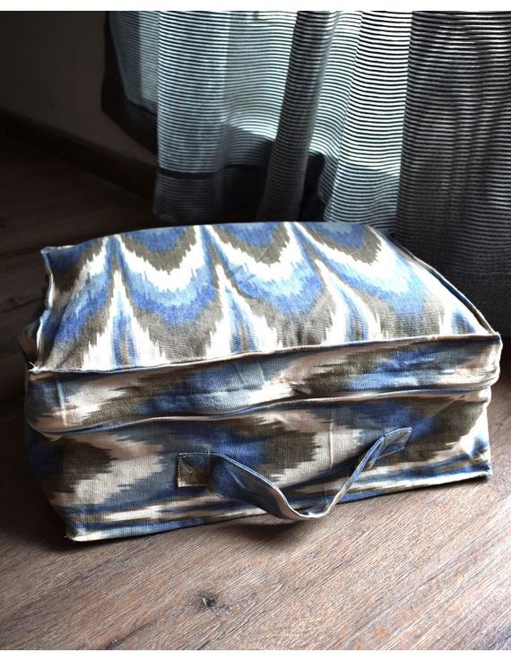 Saree storage bag in ikat cotton with set of ten saree sleeves : MSK01E-MSK01E