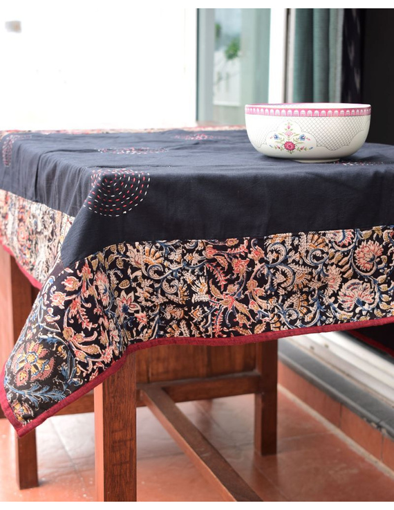 Square reversible patchwork table cloth in black and maroon : TBCS01A-TBCS01A