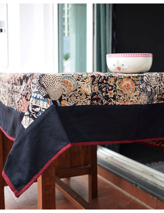 Square reversible patchwork table cloth in black and maroon : TBCS01A-2