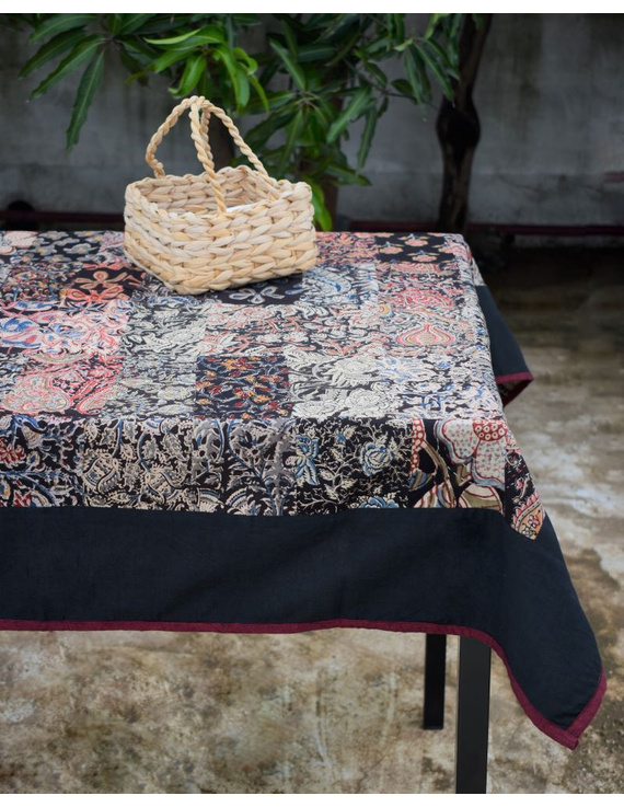 Square reversible patchwork table cloth in black and maroon : TBCS01A-5