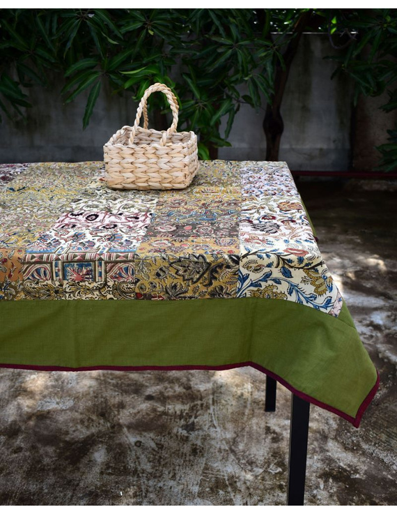 Square reversible patchwork table cloth in green and red: TBCS01E-TBCS01E