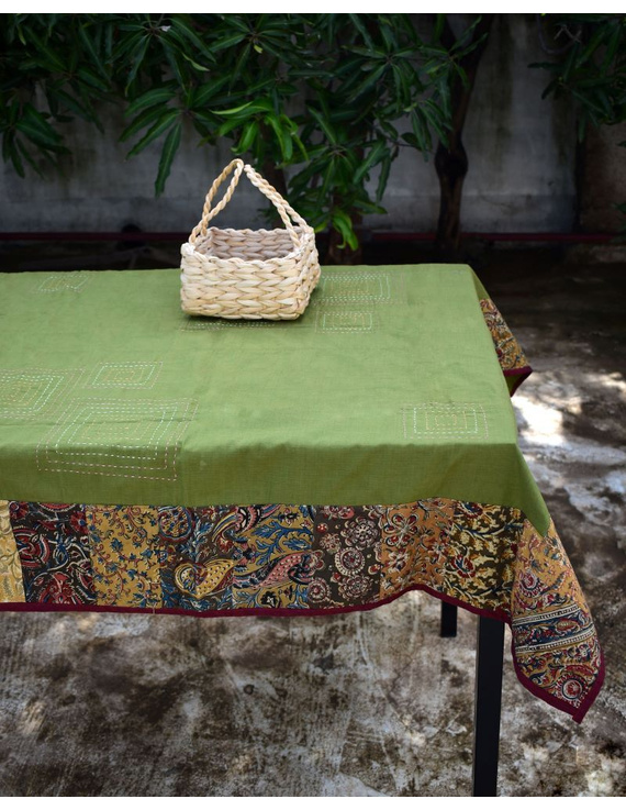 Square reversible patchwork table cloth in green and red: TBCS01E-1