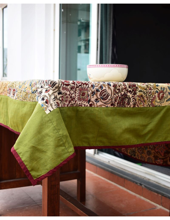 Square reversible patchwork table cloth in green and red: TBCS01E-2
