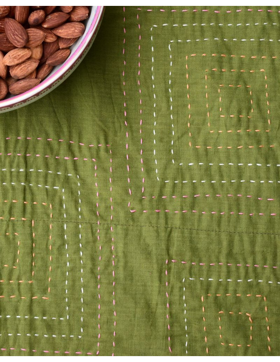 Square reversible patchwork table cloth in green and red: TBCS01E-4
