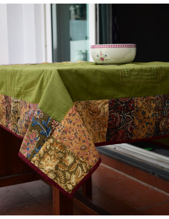Square reversible patchwork table cloth in green and red: TBCS01E-5