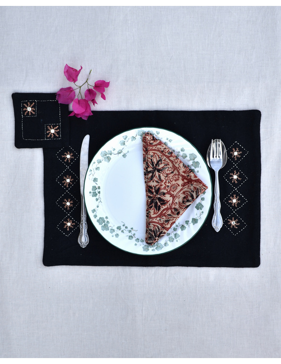 Black cotton embroidered table mat set with coasters and kalamkari napkins: HTM10D-HTM10D06
