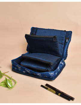 Blue And White Ikat Jewellery Case with 4 Zip Pockets : VKJ04-1-sm