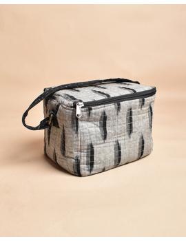 Smart grey ikat lunch bag or picnic bag with zip closure : MSL06-3-sm