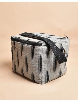 Smart grey ikat lunch bag or picnic bag with zip closure : MSL06-1-sm